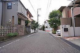 前面道路(西)/世田谷区奥沢の閑静な住環境です