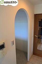 キッチン入口はアーチ型になっていてとってもお洒落です。