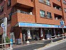 1階店舗にはローソンがあります。
