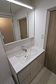 大きな鏡が使いやすい洗面台