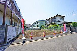 周囲は第一種低層住居専用地域です。落ち着いた住宅が建ち並んでいます。