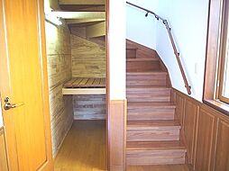 階段下収納付き...