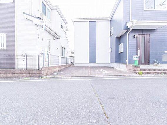 2台駐車可能な...