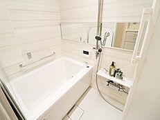 他の部屋との温度差をなくし、ヒートショックを防ぐ浴室換気乾燥暖房機付き