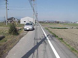 現地東側の道路...