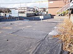 前面道路は約6m幅ございますのでお車の操作も安心ですね。