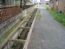 敷地裏側の通路