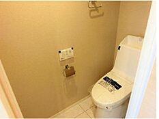 2017年7月に新規交換されたウォシュレット付きトイレです。すっきりとしたデザインです。