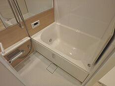 グレードの高い浴室は浴槽サイズが大きくで使いやすそうです。