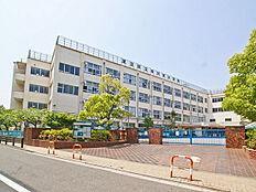 小学校まで450m、「中川東小学校」徒歩6分