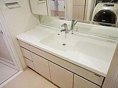 ワイドで使いやすい洗面台