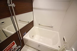 カビなどの心配も必要ない浴室乾燥機付きです。