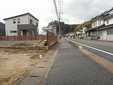 前面道路(西向き)