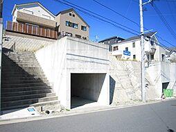 駐車場横に階段...