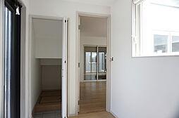 細長い玄関、ホ...