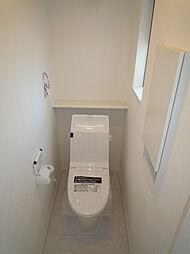 2階トイレは手...