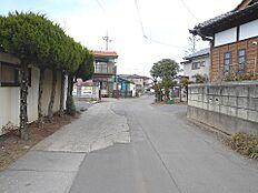 前面道路は幅員約4.8mありますので車庫入れも楽にできますね。