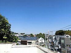 バルコニーからの眺望。  平日、土日、祝日問わずご見学可能です。当日のご見学はお気軽にお問合わせください。