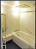 トランクルーム付き、充実した設備で快適に暮らせる恵まれた住環境です。