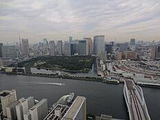 バルコニーからの眺望浜離宮・東京タワー望む