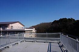 新規内装リノベーション 最上階角部屋 日当たり・眺望良好 2面バルコニー 広々としたルーフバルコニー