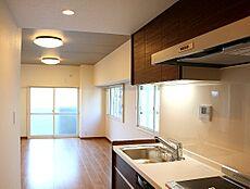 早く引越しがしたい、転勤が決まったという方におすすめの即入居・完成済の新築一戸建て。契約前に室内の見学ができ、部屋の雰囲気や広さ、眺望、住宅設備の使い勝手など住み心地をしっかり確認できます。