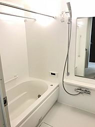 清潔感のある浴室。一日の疲れをゆっくり癒しましょう