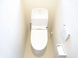 リフォーム済 トイレ 便器・便座新品交換、床クッションフロア張替、壁・天井クロス張替、照明器具交換 温水機能に脱臭機能と毎日快適 白を基調とした爽やかな空間に仕上げました