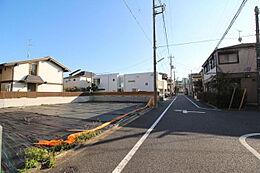 広々とした約6.1mの前面道路。ゆとりの街並みが広がります。
