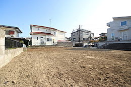 日当たりの良い67.2坪の更地です。お庭を作ったり、駐車スペースを広く取ったりなど多彩なプランが実現可能な物件です。