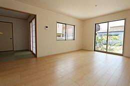 和室を合わせて22帖の大きなお部屋ご家族でゆったりお過ごし下さい。
