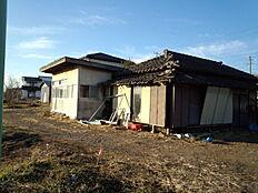 再建築許可の関係上、古屋を残しております