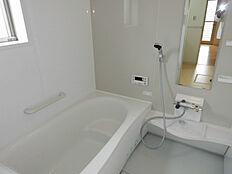 広々浴槽なので子供さんとの入浴も楽しんで頂けます。