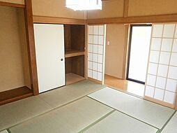 1階の和室。畳...