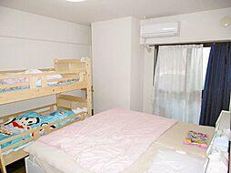 7帖超えの洋室が2部屋あり、ベッドを置いてもゆとりがあります。