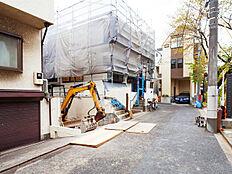丸ノ内線・都営大江戸線「中野坂上」駅徒歩6分、建築条件付売地。家族のスタイルに合った住まいをご提案。