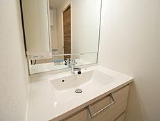 清潔感があり、お掃除のしやすい洗面台は毎日快適にご使用いただけます