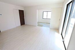 和室と合わせると23.5帖の大きなスペースになります。