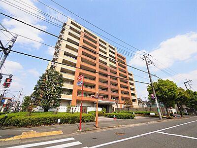 凛とした佇まいと、空へ建ち上がった堂々とした姿が印象的なマンション。その外観すらも一つのステータスです。,3LDK,面積85m2,価格3,280万円,西武多摩川線 是政駅 徒歩2分,,東京都府中市是政4丁目