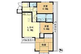 数少ない3面採光の本物件。角部屋でバルコニーも2面あり、バルコニー面積は11m2以上確保されています。1階ですので、育ち盛りのお子様がいるご家庭は、階下への騒音を心配する必要もございません。
