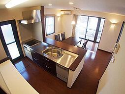 1階キッチン。...