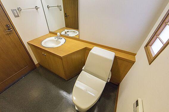 広いトイレは車...