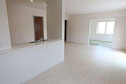 和室と合わせると23.5帖の大きなお部屋です。