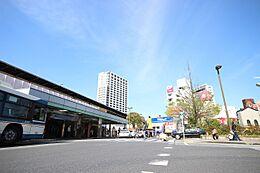 小岩駅明治32年(1899年)に開業し、百余年の歴史を刻む小岩駅。駅前の再開発に着手し、より暮らしやすい街を目指しています。
