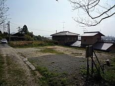 西側からの宅地、前面道路