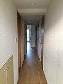 廊下廊下部分は床・壁紙を張替え済み