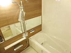 一日の疲れを癒す浴室は追炊付。いつでも快適な温度で入浴が可能