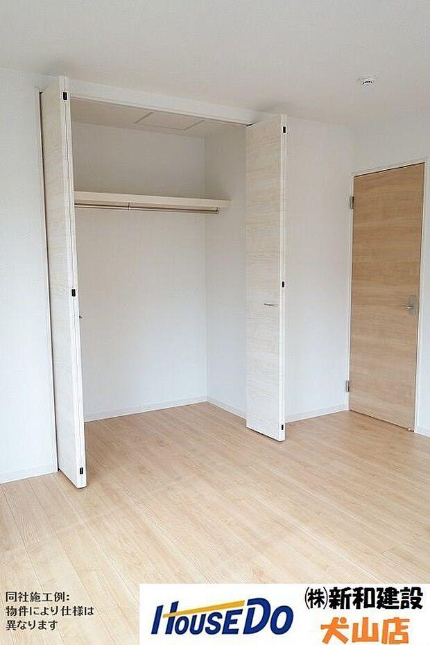居室にそれぞれクローゼットが設けられていますので、お部屋はすっきり片付き、本来の広さでお使いいただけます。整然としたお部屋で過ごすのは気持ちがいいものですね。