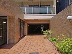 新規内装リノベーション タイル張りでキレイな外観 最上階角部屋に付き、陽当り・眺望良好 6路線4駅利用可能です