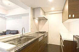食器洗浄機・浄水器付き対面式システムキッチン